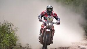 Paulo Gonçalves desce para terceiro no Dakar