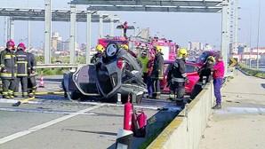 Homem morre e casal fica ferido em colisão violenta