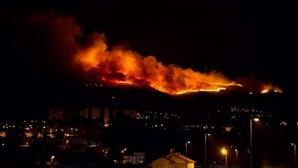 Fogo fora de época mobiliza cerca de 100 bombeiros no Alvão