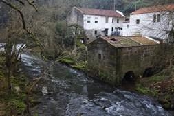 Casa do Arco, em Milheirós, dispõe de cinco  moinhos abandonados