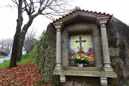 Alminhas em honra ao Santo Lenho de Moreira, no Mosteiro de Moreira