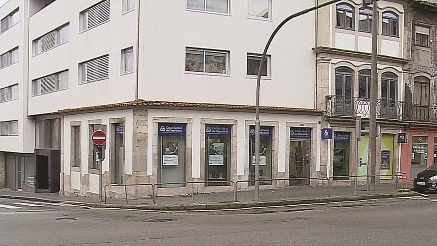 Ladrão entrou na dependência da Caixa Geral de Depósitos, no centro do Porto, durante a manhã de segunda-feira