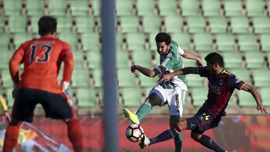 Rio Ave, I Liga, Chaves, Fábio Martins, Rafael Lopes, Guedes, desporto, futebol