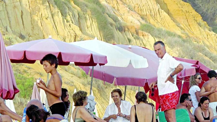 Ex-Presidente da República Cavaco Silva é um dos frequentadores da praia do Barranco das Belharucas
