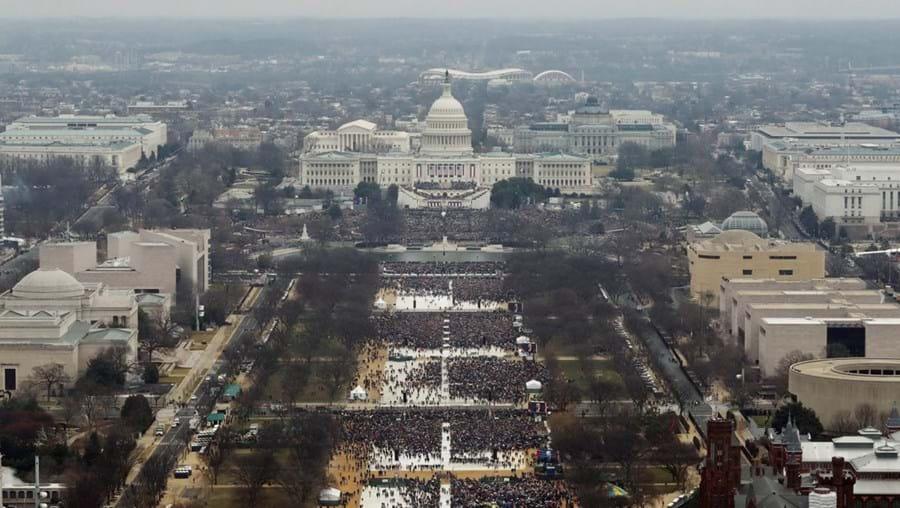 As milhares de pessoas que assistiram à investidura de Trump