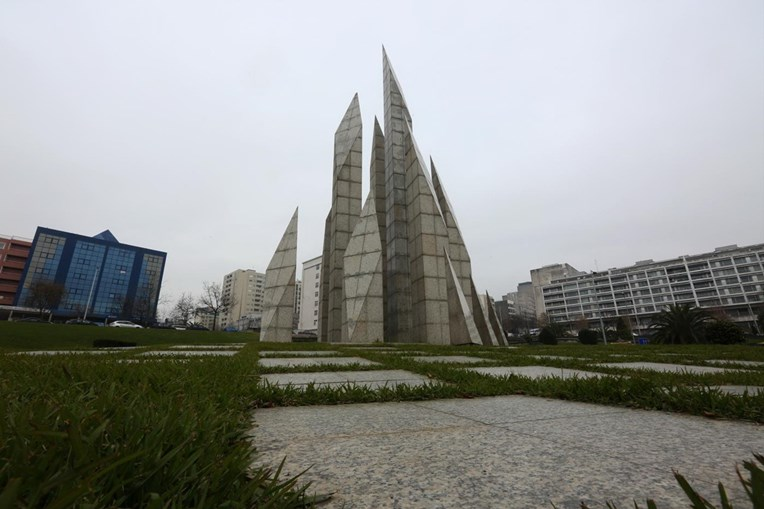 Monumento em honra aos Maiatos, no centro da cidade