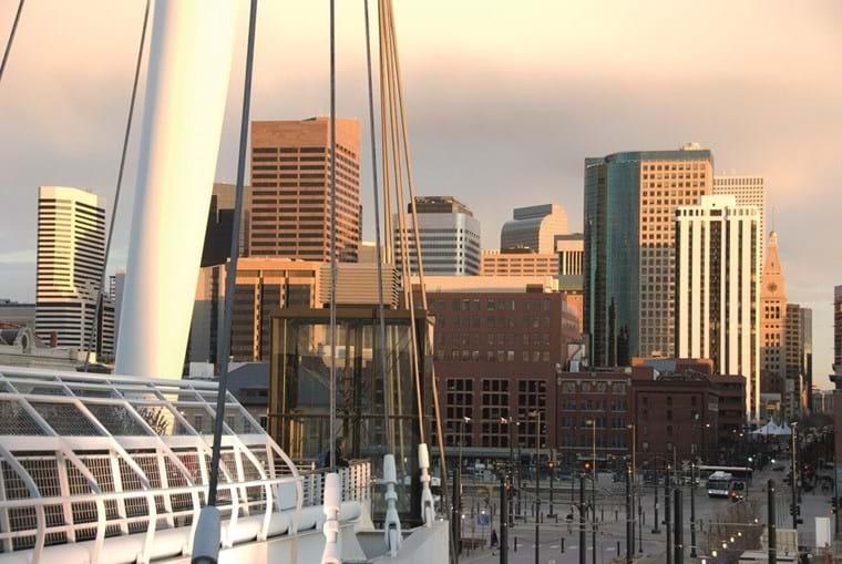 Denver como metrópole construída não só de história  mas também de modernidade arquitetónica que impressiona