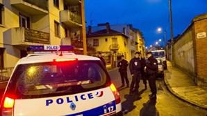 Três feridos em ataque com faca junto à sede do antigo Charlie Hebdo em Paris
