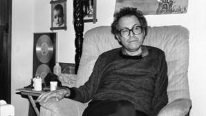 Funeral de José Afonso encheu Setúbal de Cravos vermelhos, há 30 anos