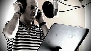 José Gonçalez canta 'Improvável'