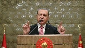 Presidente turco acusa Alemanha de apoio a terrorismo