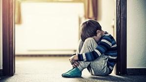 Rapaz de 11 anos violado e agredido por colega de 12