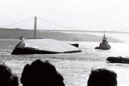 O casco do Tollan ficou a fazer de plataforma para gaivotas durante anos