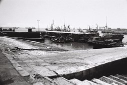 O cais da Praça do Comércio, em 1980