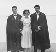 José Afonso (à dta) com os dois irmãos em Moçambique, em 1949