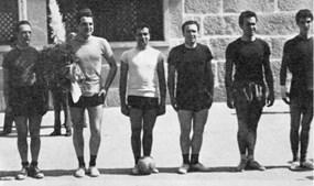 Num jogo de futebol em Mangualde, em 1957 (2º a contar da direita)
