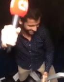 Henrique Ramos com o microfone da CMTV
