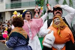 Samba, matrafonas, saloias, caretos... de norte a sul do País celebrou-se o Carnaval