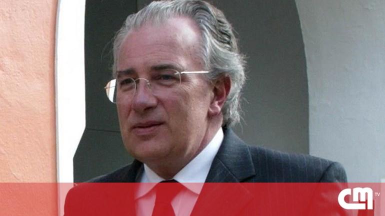 23f590426cd Autarca de Portimão acusado por engolir folha A4 durante buscas ...