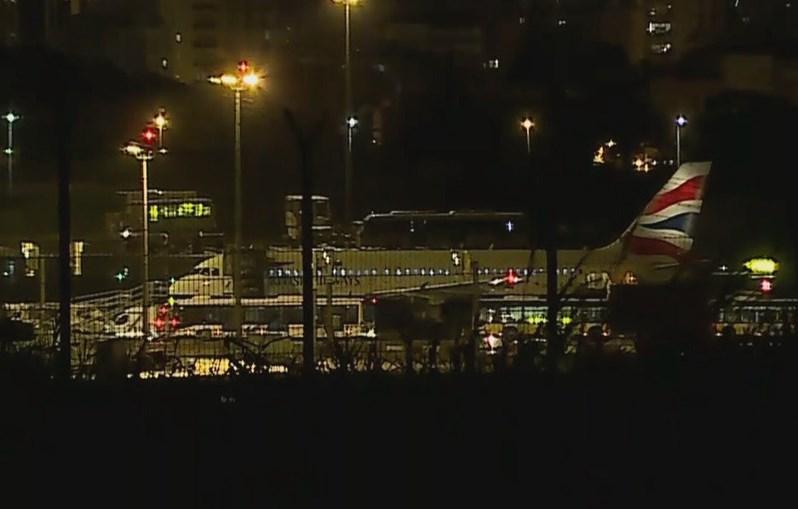 Avião da British já estacionado na pista do aeroporto de Lisboa