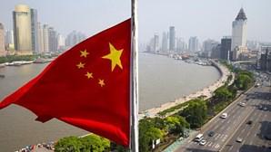 Protesto contra construção de fábrica de incineração reúne 10 mil na China