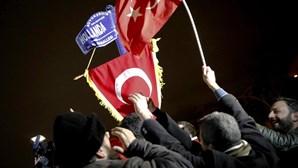 """UE apela a Turquia para evitar""""declarações excessivas"""" sobre crise com Holanda"""