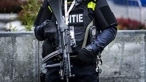 Polícia usa canhões de água para dispersar manifestação pró-Erdogan em Amesterdão