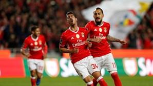 Benfica goleia Belenenses e regressa à liderança