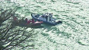 Estação Salva-vidas de Cascais auxilia embarcação que virou com quatro tripulantes