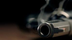 Cliente mata empregado a tiro por considerar serviço demasiado lento