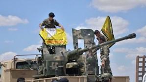 Combatentes árabes e curdos anunciam conquista do aeroporto de Tabqa
