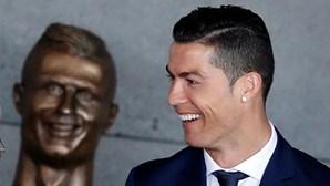 De Cristiano Ronaldo a Melania Trump, as estátuas mais bizarras de figuras públicas