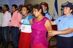 Suspeitos detidos por queimarem mulher