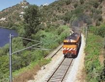 A linha da Beira Baixa serve o concelho e segue junto ao rio