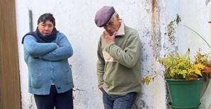 Maria de Lurdes e o marido, José Fernandes, estão desesperados por notícias da filha