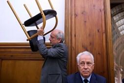 Carlos Costa tem pressa em esclarecer no Parlamento tudo o que se prende com a atuação do Banco de Portugal no BES
