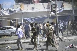 Explosão junto a hotel de Mogadíscio fez vários mortos
