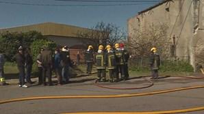 Bombeiros do Barreiro combateram fogo junto à escola