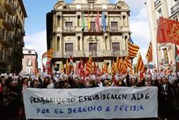 Manifestação em Pamplona pelo direito à escolha dos catalães