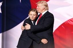 Barron Trump e o pai Donald