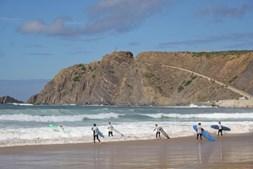 Aula da surf na Praia da Arrifana, no ALgarve