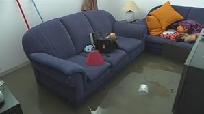 O nível da água atingiu vários centímetros em algumas casas