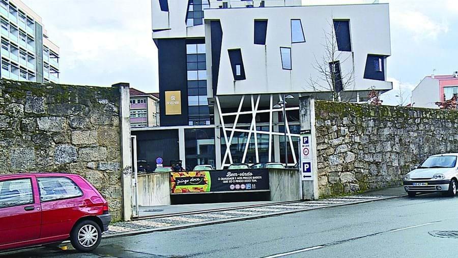Ladrões tentaram, sem sucesso, assaltar o Pingo Doce de Infias, em Braga, tendo agredido funcionárias e um segurança