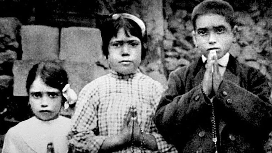 Jacinta (à esquerda) e Francisco vão ser canonizados pelo Papa Francisco