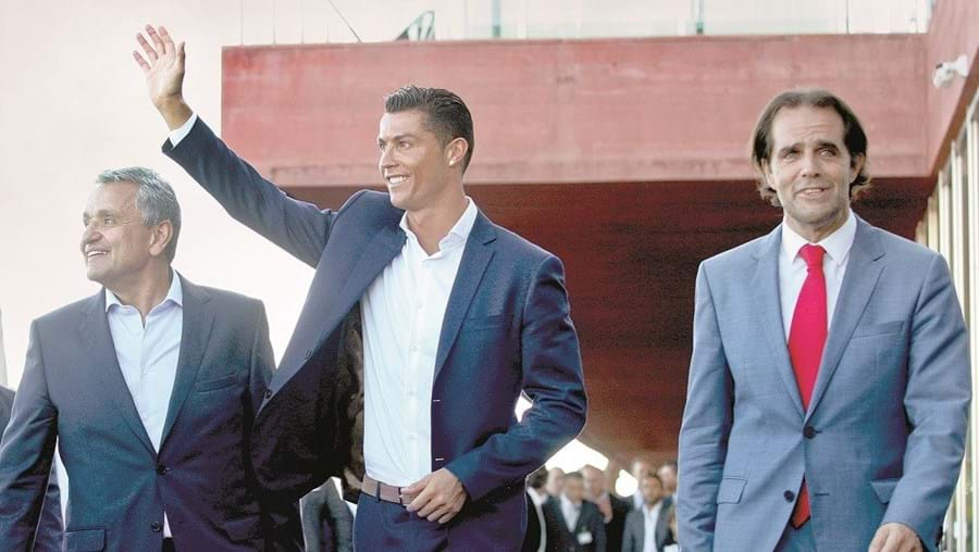Cristiano Ronaldo vai jogar na Madeira no dia 28. Miguel Albuquerque queria cerimónia de rebatismo nesse dia