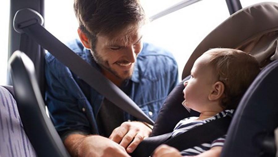 GNR apela a condutores que se certifiquem da segurança das crianças que viajam de carro