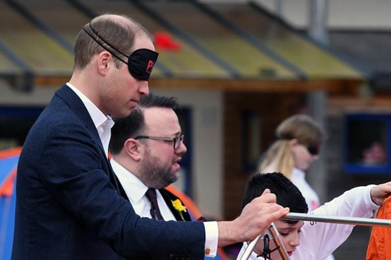 O Príncipe William participou num desafio onde tinha de estar vendado