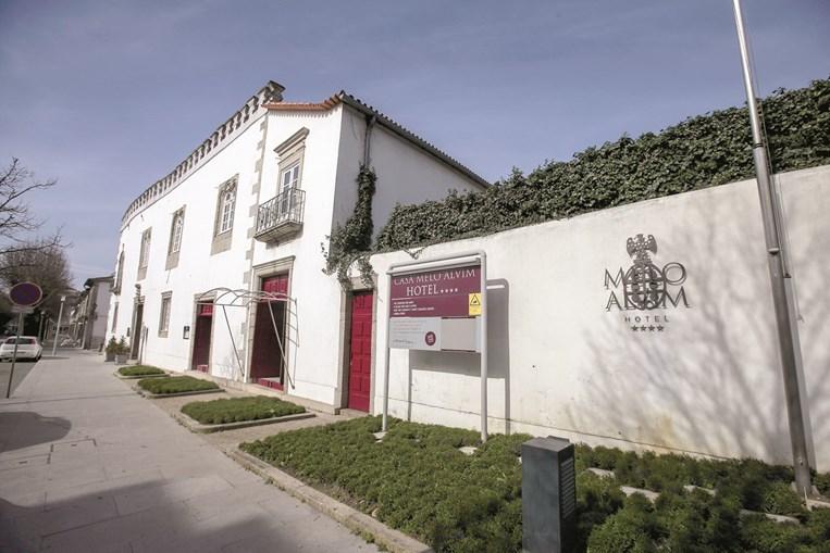 Casa Melo Alvim é um hotel de quatro estrelas localizado bem no centro de Viana do Castelo, a capital do Alto Minho