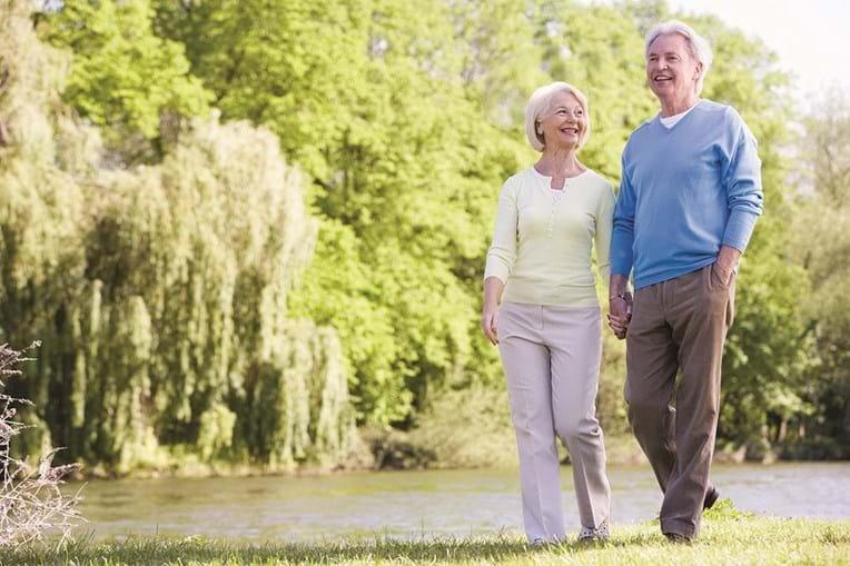 Caminhadas são um exercício físico recomendado pelos médicos aos doentes de osteoporose