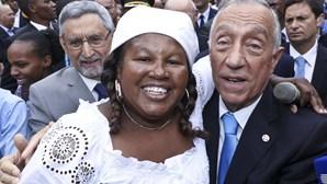 Marcelo recebido no mercado da Praia com muitos beijos e abraços